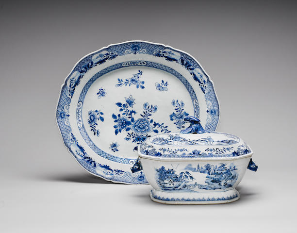 A blue and white tureen, cover and a stand Qianlong (3)