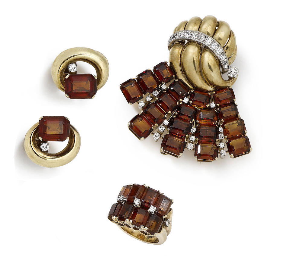 A RETRO CITRINE AND DIAMOND CLIP BROOCH, A PAIR OF EARCLIPS AND A RING (3)