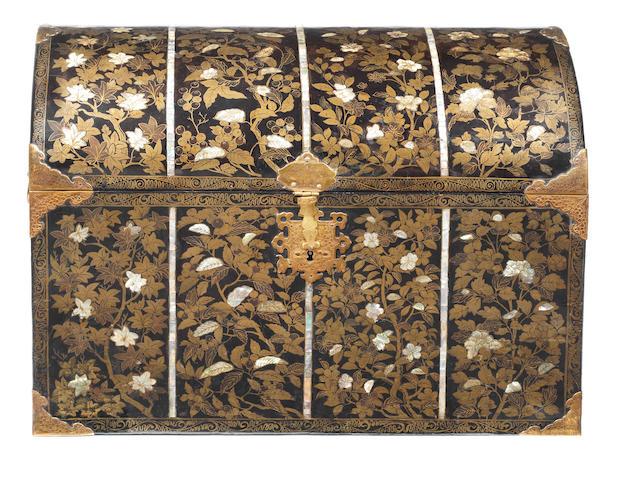 A Nanban Lacquer Coffer  Momoyama period (1573-1615) (2)