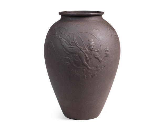 A BALUSTER REPOUSSÉ-IRON FLOWER VASE By Kurose Sosei (1886-1944), Showa era (1926-1989), circa 1930-1940 (3)