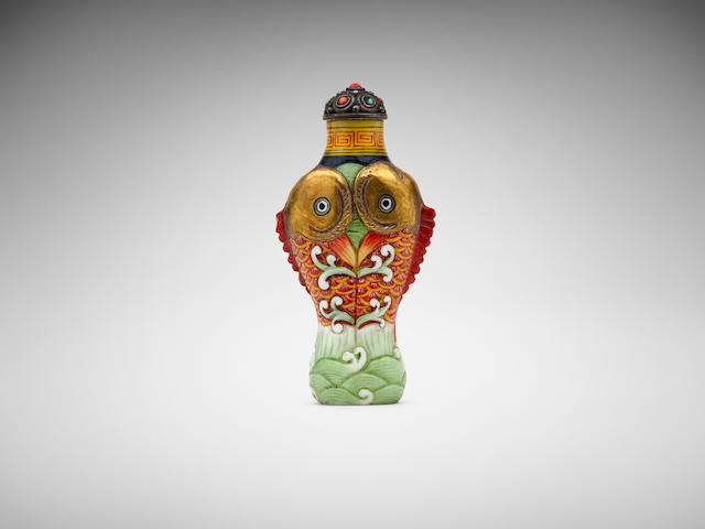 A Chinese painted ceramic 'conjoined fish' snuff bottle Qianlong four-character mark