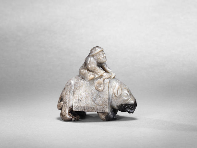 A very rare jade carving of a foreigner riding an elephant Yuan Dynasty (2)