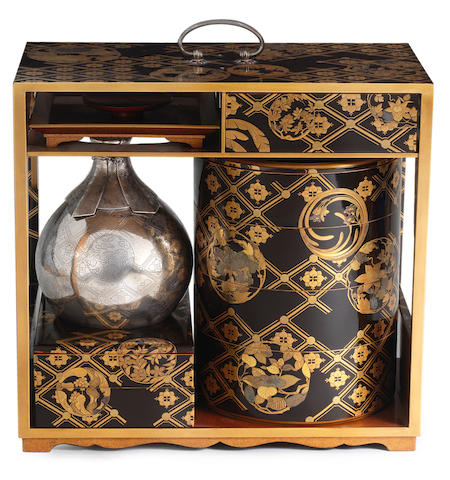 ARTIST UNKNOWN 作者不詳 PICNIC SET WITH FLORAL MOTIFS 花丸蒔絵提重 Meiji era (1868–1912), late 19th–early 20th century