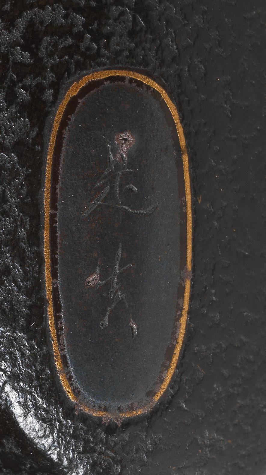 SHIBATA ZESHIN 柴田是真 (1807–1891) INRŌ WITH PLOVERS AND WAVES 青海波塗波千鳥象嵌印籠 IKEDA TAISHIN 池田泰真 (1825–1903) BOX NETSUKE WITH SHELLS 海松貝殻蒔絵箱根付 Meiji era (1868–1912), circa 1870–1890