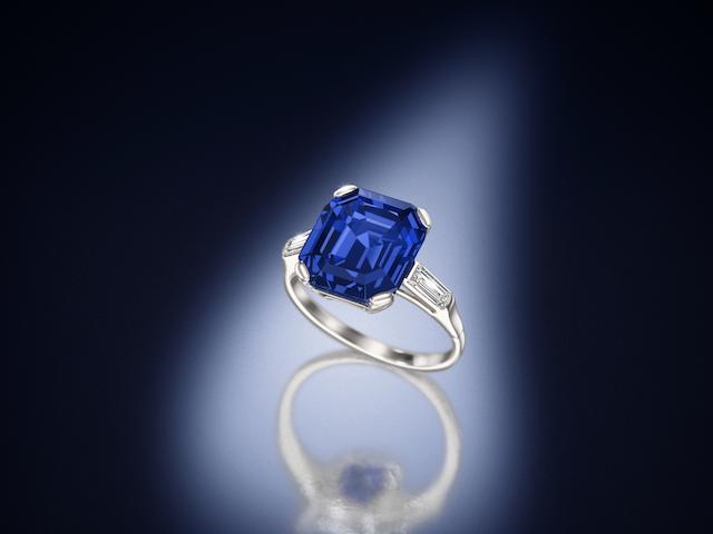 A fine sapphire single-stone ring,