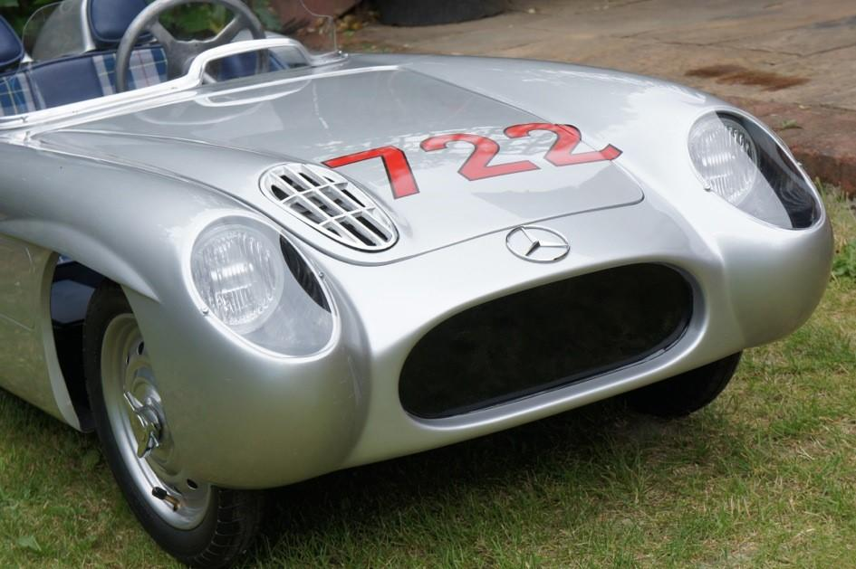 A MERCEDES 300SLR ELECTRIC CHILD'S CAR SIGNED BY SIR STIRLING MOSS OBE, 2016,   ((Qty))
