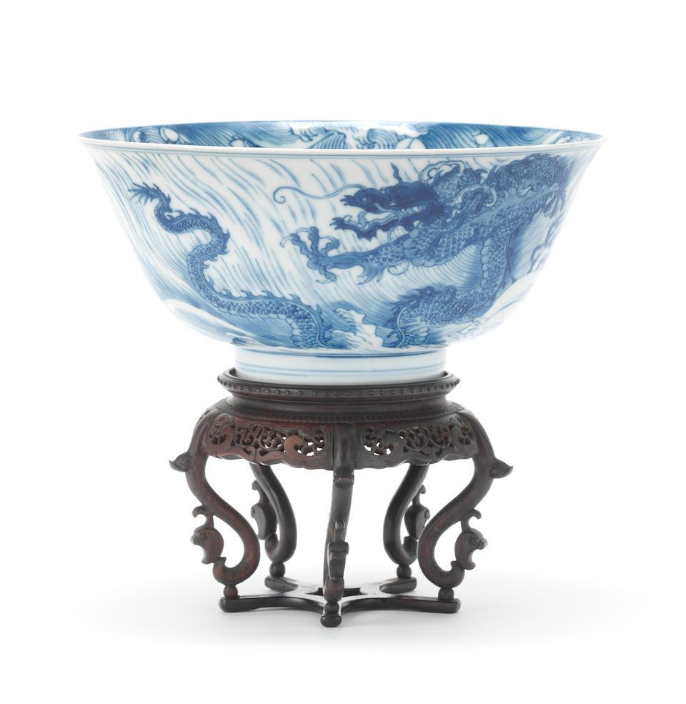 A blue and white 'dragon and carp' bowl Kangxi (2)