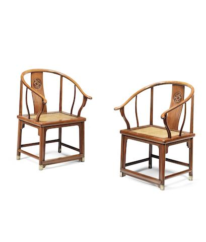 A pair of huanghuali horseshoe-back armchairs, Quanyi Qing Dynasty (2)