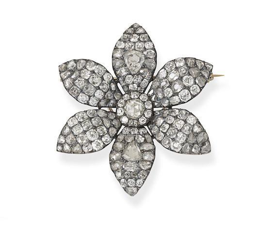 A late 18th century diamond flower brooch