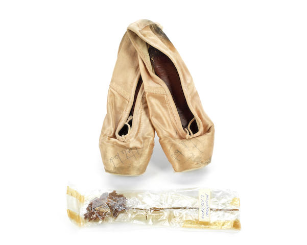 Margot Fonteyn: An autographed pair of pink satin ballet shoes worn by Margot Fonteyn, made by Frederick Freed, London, Qty