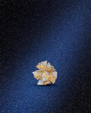 A diamond brooch/pendant, by Kutchinsky,