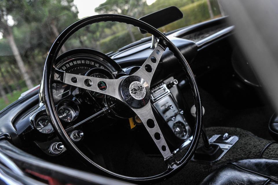 Signée par Leonardo DiCaprio et 19 autres stars de Hollywood,Chevrolet  Corvette Roadster 1961