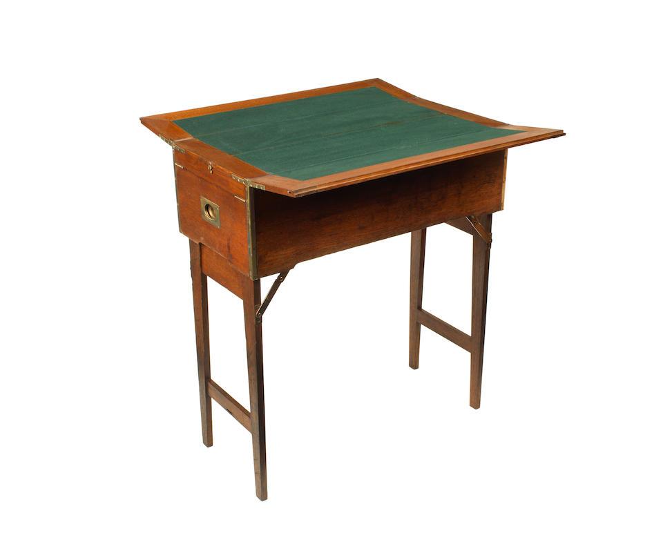Superbe et impressionnant nécessaire de pique-nique en coffret bois pour quatre personnes avec table à jouer combinée par Drew & Sons de Piccadilly, circa 1909,  ((3))