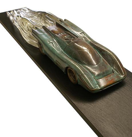 Gregory Percival, Britannique (né en 1964) « Endurance » sculpture en bronze patiné de la Porsche 917 K « Steve McQueen » 1970-71,