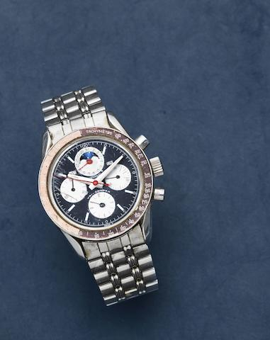 Universal Geneve. A stainless steel manual wind perpetual calendar chronograph bracelet watch with moon phase  Tri-Compax, Ref: 881102/02, Circa 1966