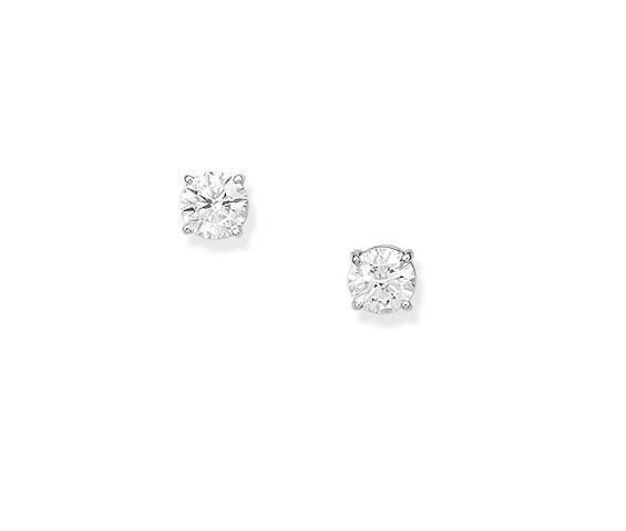 A pair of diamond earstuds