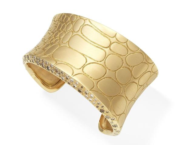 A diamond cuff, by Pomellato