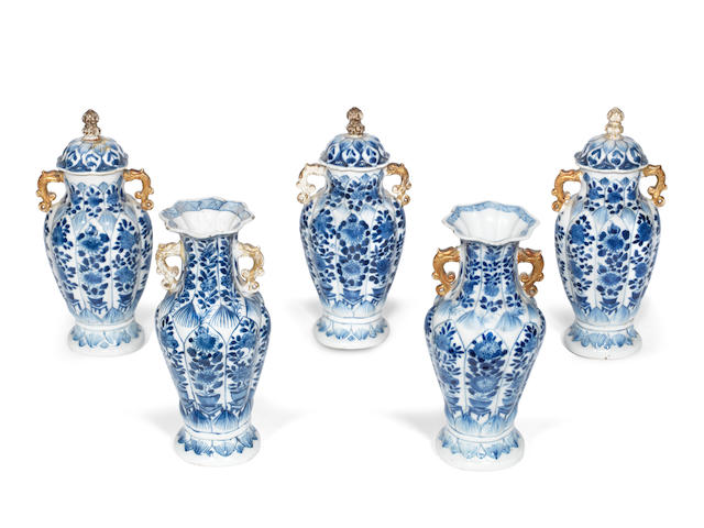 A blue and white five-piece garniture Kangxi (8)