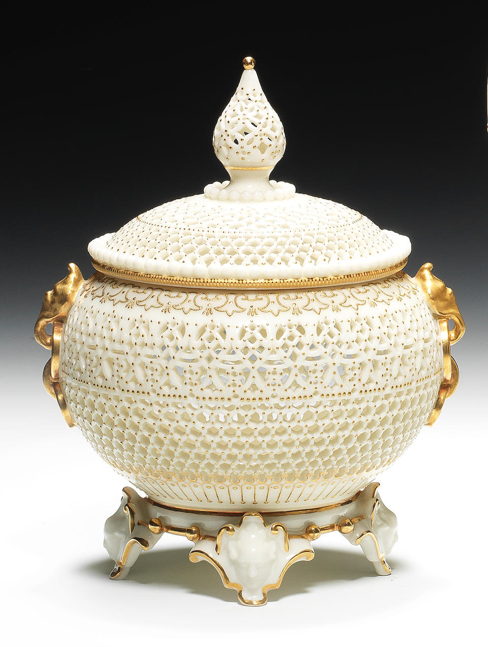 A fine Royal Worcester reticulated vase and cover by George Owen, dated 1913