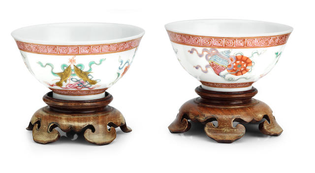 A pair of famille rose tea bowls on wood stands Hongxian iron-red yuzhi seal mark (5)
