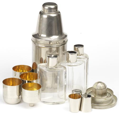 A travelling cocktail set,
