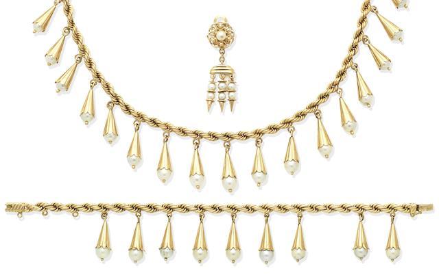 A cultured pearl fringe necklace and bracelet suite (3)