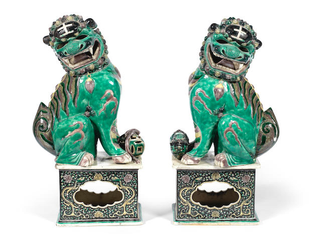 A pair of large famille verte models of Buddhist lions  19th century  (4)