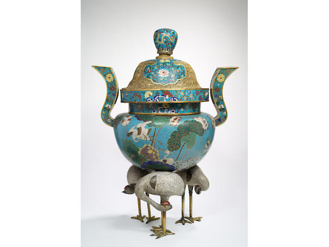 A rare cloisonné enamel and gilt-bronze tripod 'cranes' incense burner and cover Qing Dynasty (3)