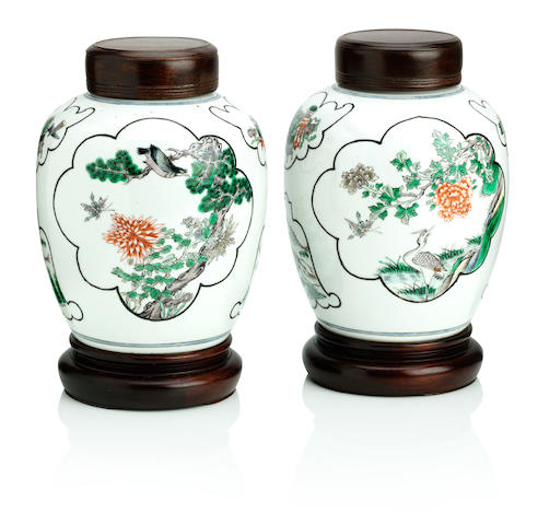 A pair of famille verte jars with wood covers and stands 19th century (6)