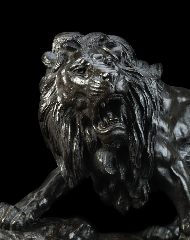 A large and impressive bronze lion By Ryoun, Meiji era