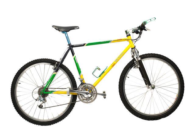 BICYCLETTE PROMOTIONNELLE AYRTON SENNA « POLE POSITION 66 » PAR CARRARO CICLI ( ITALIE), 1994,
