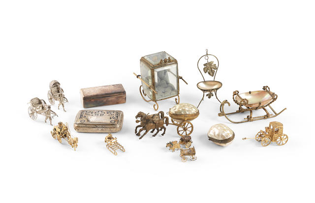 A collection of Palais Royal and items of bijouterie (qty)