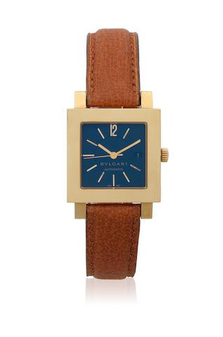 Bulgari. A mid-size 18K gold automatic calendar square wristwatch  Quadrato, Ref: SQ 29 GL, Circa 2002