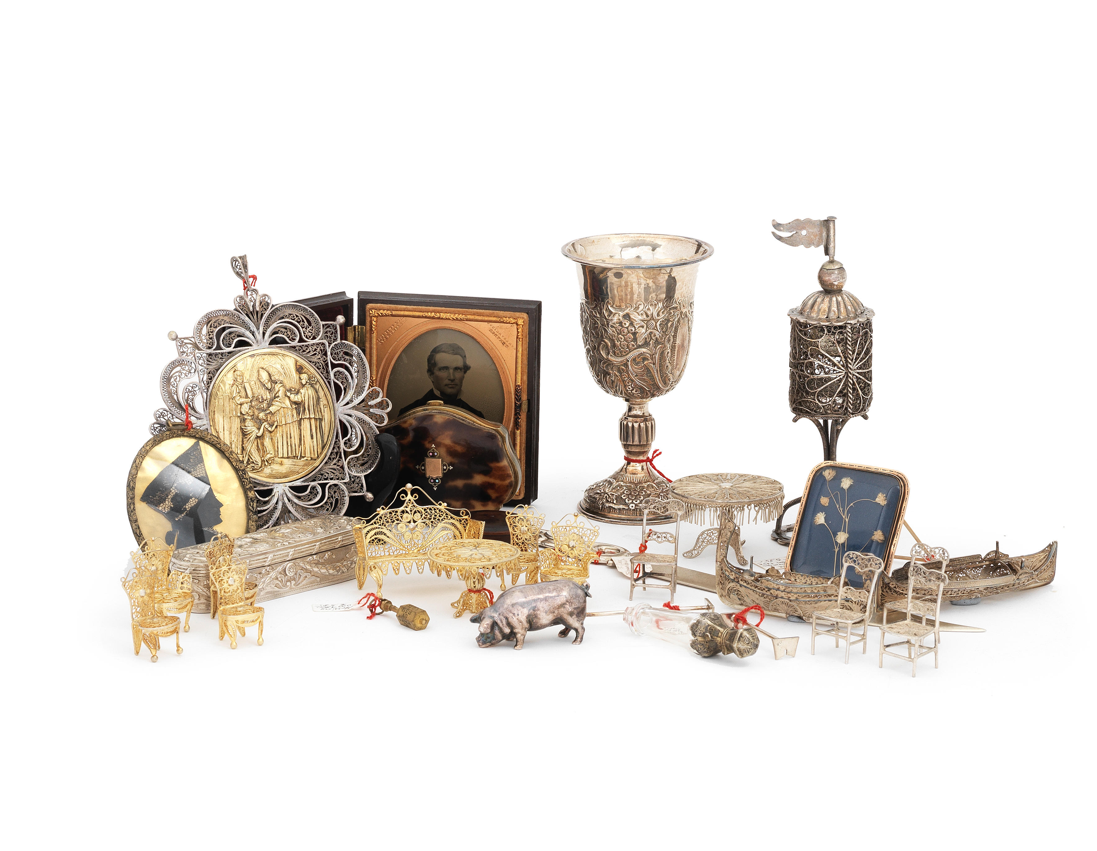 A collection of silver items and bijouterie