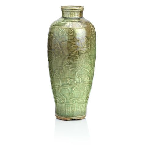 A Longquan celadon vase Ming