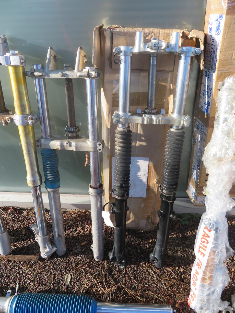 A large quantity of telescopic forks