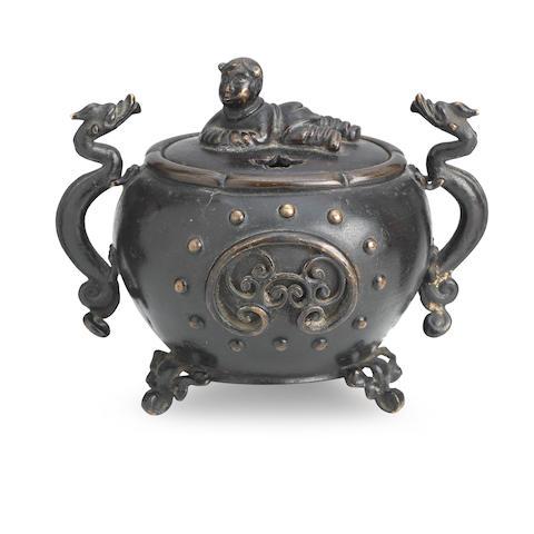 A bronze tripod incense burner and cover 18th/19th century (2)
