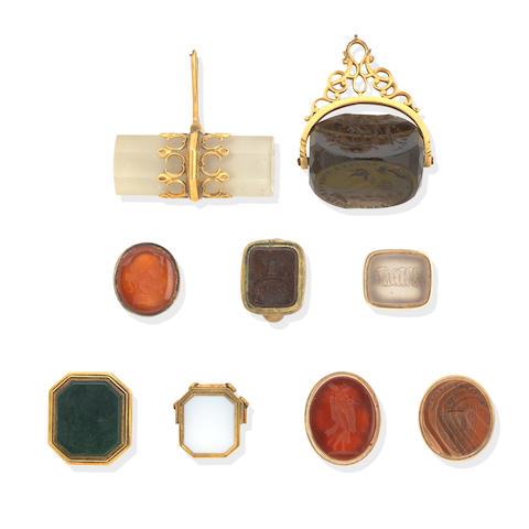 A quantity of seals and keys