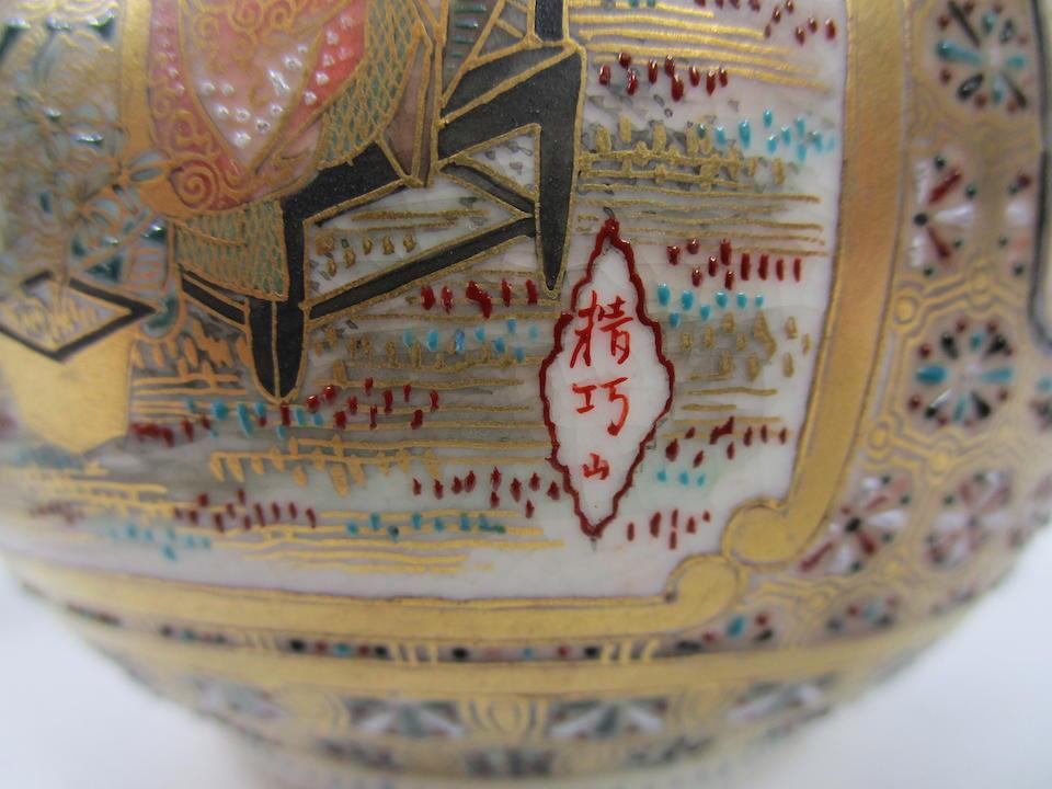 A pair of Satsuma vases By Seikozan, Meiji era (2)