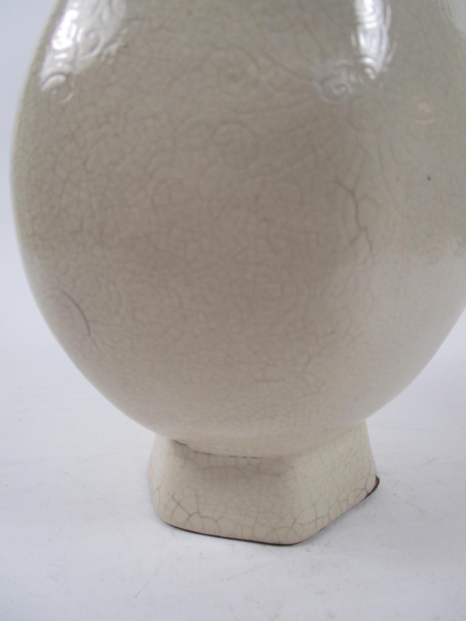 A crackle-glazed soft-paste porcelain vase, hu 18th century