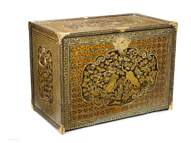 A magnificent Nanban cabinet Momoyama period (1573-1615) late 16th/early 17th century (4)