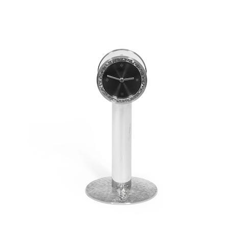 BENNEY: A silver pedestal timepiece by Simon Benney, London 2007