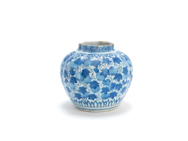 A blue and white gourd-shaped jar Late Ming Dynasty