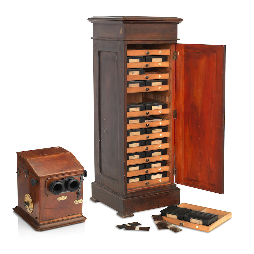 An early 20th century mahogany and brass cased 'La Taxiphote' stereoscope table top viewer (2)
