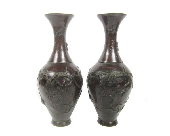 A pair of bronze vases Meiji era, late 19th century (2)
