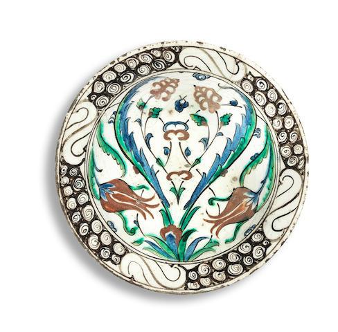 A Iznik pottery dish Turkey, 17th Century