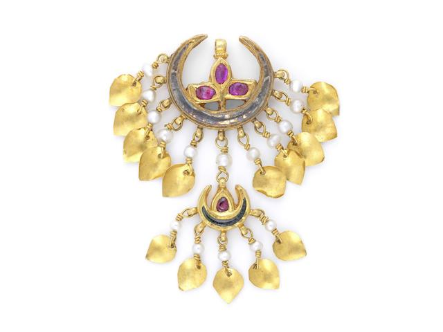 A gem-set gold forehead pendant (chand-tikka) from the collection of Maharani Jindan Kaur (1817-63), wife of Maharajah Ranjit Singh, and latterly in the possession of her granddaughter Princess Sophia Duleep Singh (1876–1948)  Punjab, probably Lahore, first half of the 19th Century