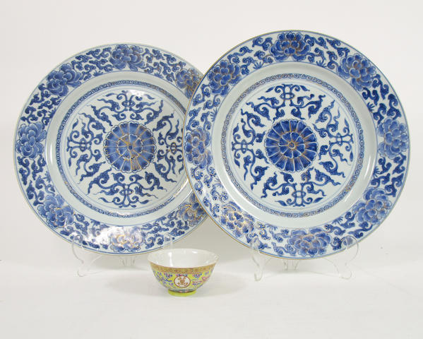 A pair of blue and white chargers and a small bowl 18th and 19th centuries