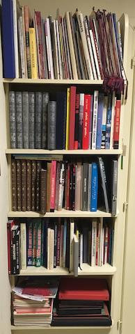 A quantity of books  ((Qty))