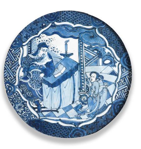 AN UNUSUAL BLUE AND WHITE 'THREE KINGDOMS' CIRCULAR PLAQUE